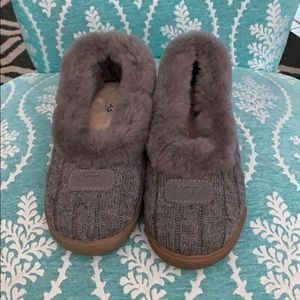 UGGS GRAY SLIPPERS SIZE 5 WORN ONCE